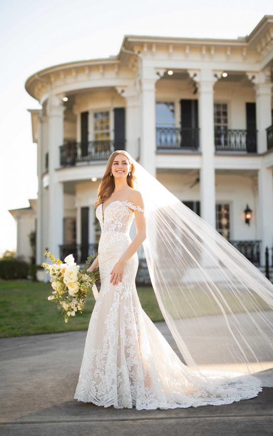 Fit-and-Flare Corset style Lace Sweetheart Neckline Off-the-Shoulder straps Elegant 1236 Martina Liana Julianna Tuscany Bridal