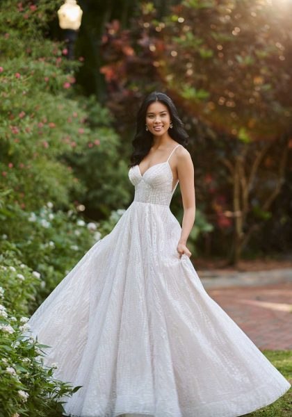 A-line Wedding dress Ballgown sweetheart Neckline Shoestring straps Open V-back Glitter Shimmer Princess D3152 Essense of Australia Tuscany Bridal