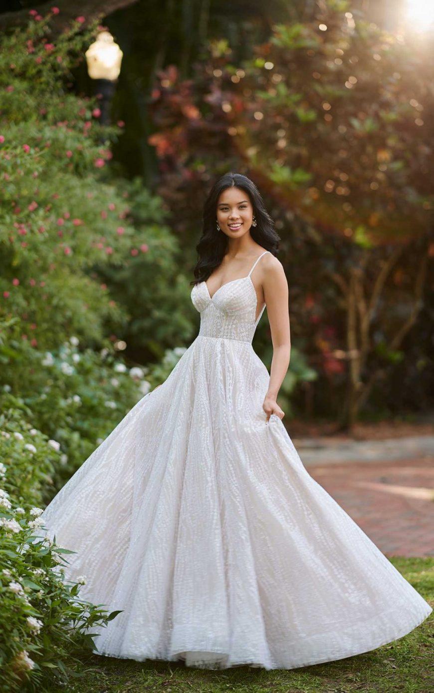 A-line Wedding dress Ballgown sweetheart Neckline Shoestring straps Open V-back Glitter Shimmer Princess D3152 Essense of Australia Tuscany Bridal