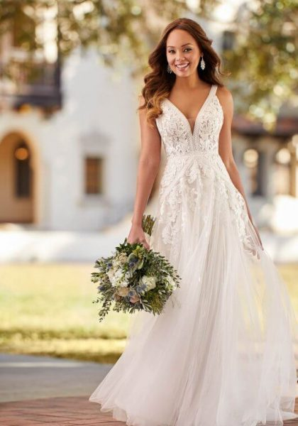 A-line Wedding dress Boho Rustic Detailed lace Open back Beach Destination Wedding 7082 Stella York Paiton Tuscany Bridal